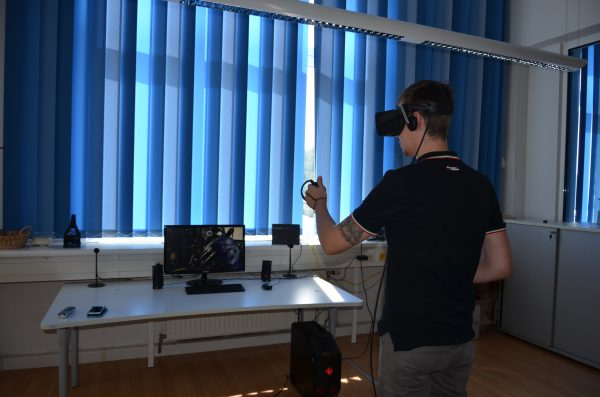 Die VR Brille bietet eine abenteuerliche Abwechslung zur Arbeit